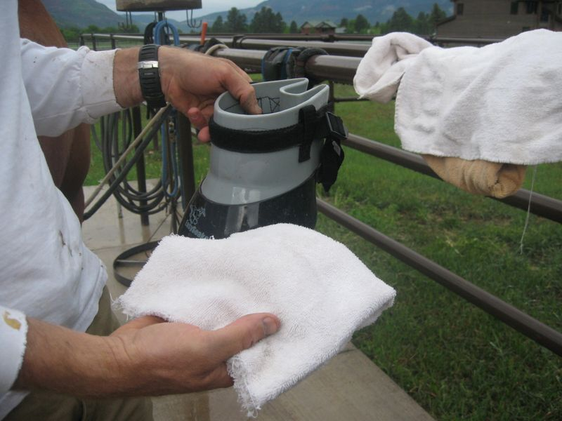 Easyboot Glue-On application in wet conditions 010